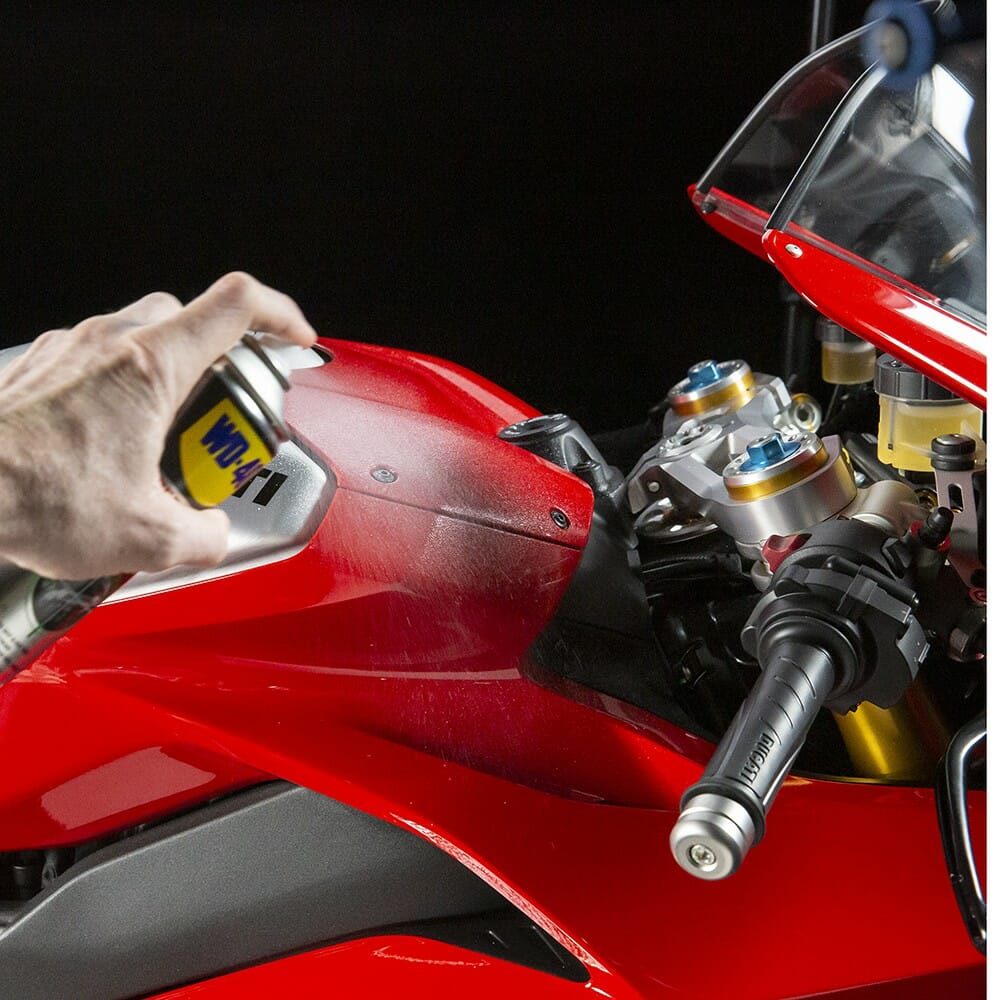 uk wd40 motorbike wax and polish 250ml usage 1
